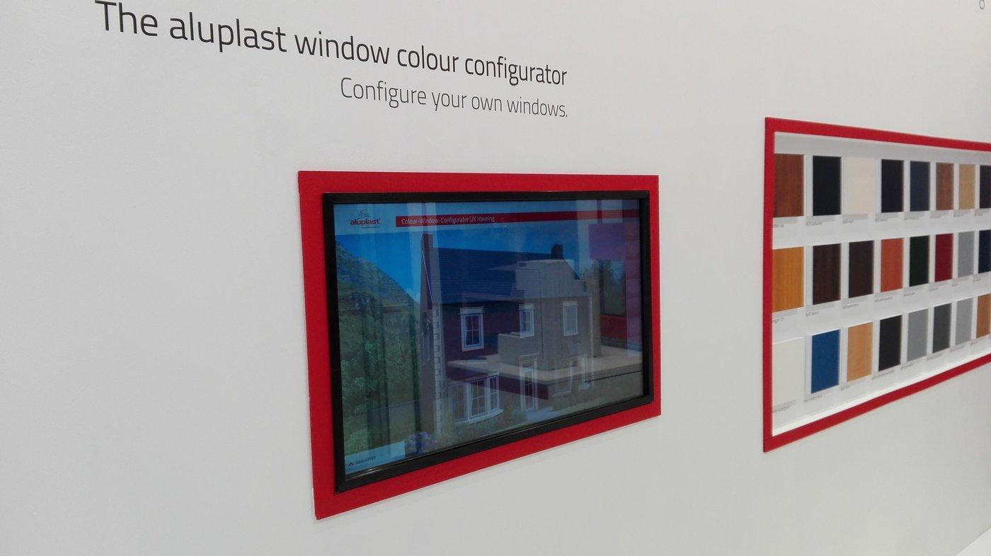 Przy użyciu Konfiguratora Kolorów można łączyć różne kolory dachu, elewacji zróżnymi systemami ikolorami okien