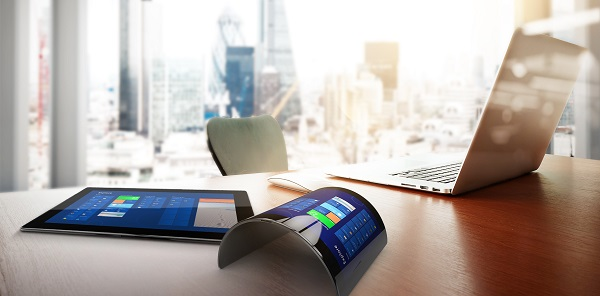 17) A fascinating and literally tangible vision: bendable smartphones and tablets. glasstec 2018 will feature the latest developments and visionary trends of these and other applications in the glass industry. (Photo: Schott AG)