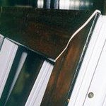 Ilustracja 4: Zdeformowane okno bez otworów odprężających lub z źle wykonanymi